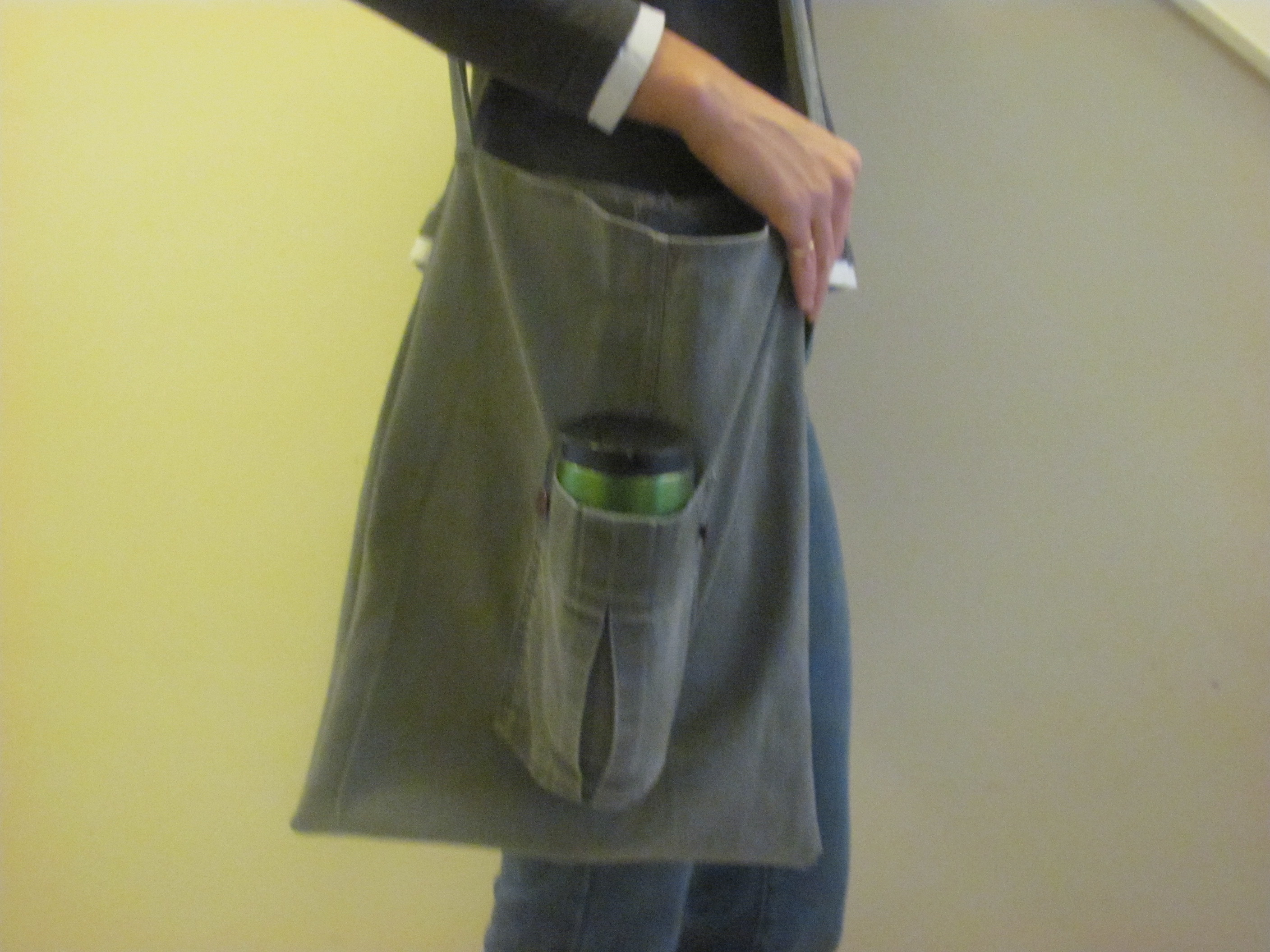 DIY Pants to Purse: Turn Your Old Jeans into a Shoulder Bag