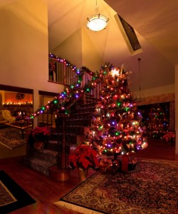 Last Minute Hallway Decorating Tips for Christmas
