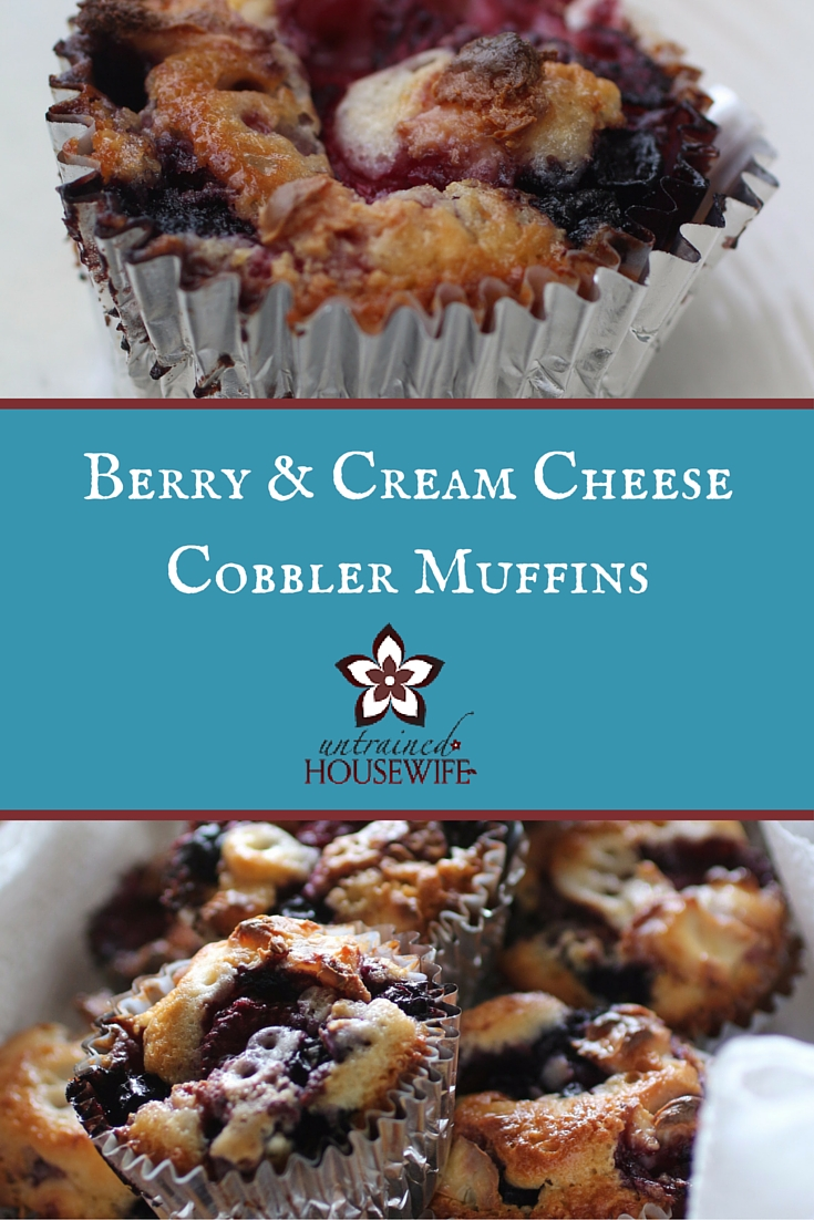 Berry and Cream Cheese Cobbler Muffins #Recipe @UntrainedHW